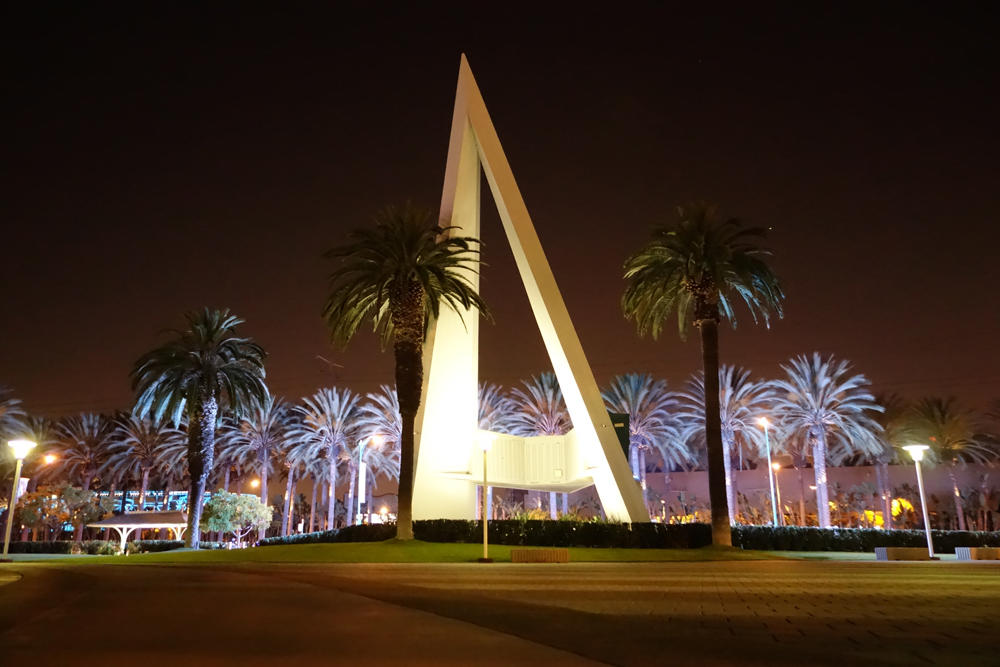 Anaheim_by_night_2.JPG
